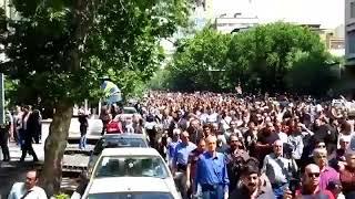 איראן: הלווית שחקן מוכר הפכה לזירת עימות עם המשטרה