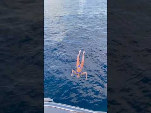 Kiedy blondyna robi filmik na Tik Toka i chce się popisać skokiem do wody