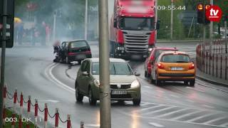 Policja była po 20 sekundach! TIR skasował Seicento na skrzyżowaniu, bo wjechał na czerwonym!