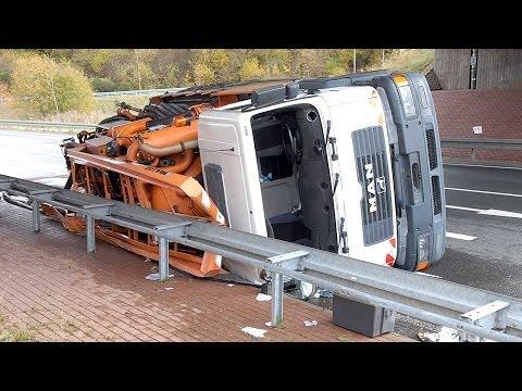 Frankenberg: Lkw kippt auf Umgehung B 253 um