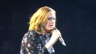 Co zrobi Adele gdy wysiądzie jej mikrofon?