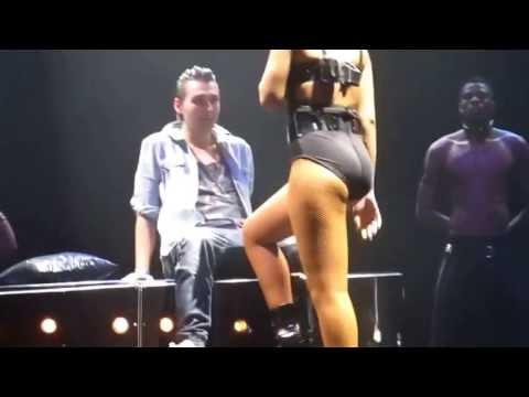 Rihanna offre un lap dance sexy à un fan à Las Vegas