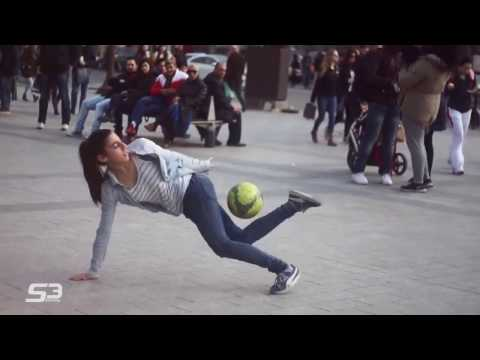 Amazing street Football Skills in Paris by French girl Lisa !