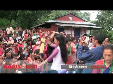 Arghakhanchi - अर्घाखाँची-खिल्जीका दिदीबहिनीहरु तीजको उपलक्ष्यमा नाच गान गर्दै । भिडिओ- नरेन्द्र केसी.