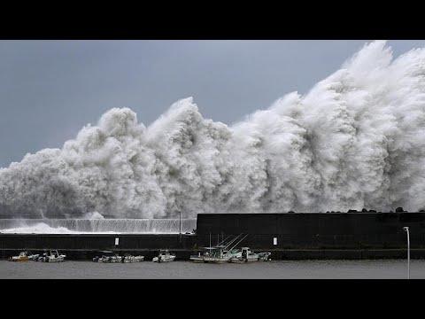 Ο τυφώνας Τζέμπι σαρώνει την Ιαπωνία