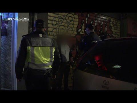 Se encara a un polica cuando le pide su documentacin  Policas en accin