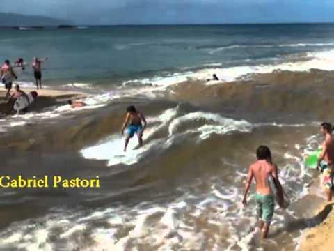 Creando olas para hacer surf. Es increíble.