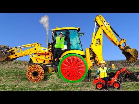 ТРАКТОР сломался! Сеня помогает починить Большой Трактор!