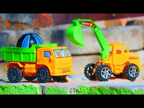 Видео про машинки и развивающие игрушки для детей: Спецтехника. Грузовичок делает съезд (видео)