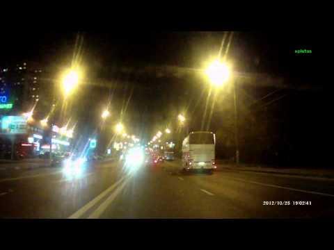 Очередная блондинка подрезала автобус