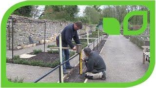 Der Harrod Stepover-Zaun wird ausgerichtet