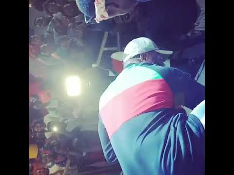 SEE WHAT HARRYSONG WAS CAUGHT DOING WHILE ON STAGE IN BENIN