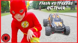 Video Superman vs FLASH vs RC MONSTER TRUCK Traxxas Edition superhero real life movie comic SuperHeroKids MP3, 3GP, MP4, WEBM, AVI, FLV Juni 2018