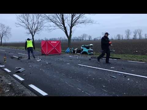 Wideo1: Śmiertelny wypadek na drodze 324 w pobliżu Roszkówka (gmina Miejska Górka)