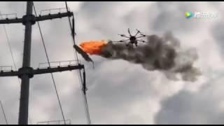 Chiński dron z miotaczem ognia do oczyszczania linii wysokiego napięcia.