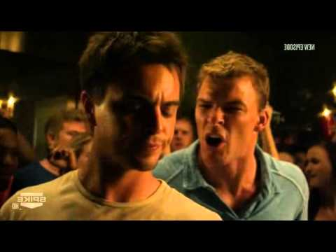Blue Mountain State – Beer pong