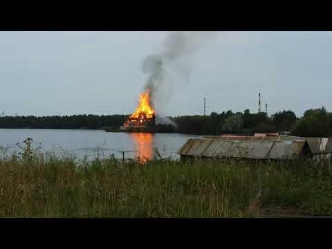Старинная церковь Успения пресвятой Богородицы в Кондопоге (Карелия) полностью сгорела (видео)
