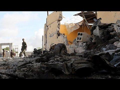 Σομαλία: Πολύνεκρη επίθεση αυτοκτονίας εξαπέλυσε η Αλ Σαμπάαμπ