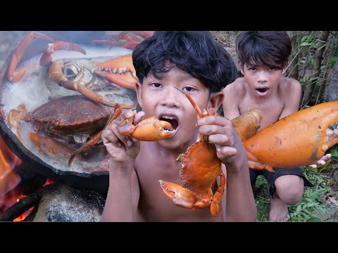 Primitive Technology - Cooking crab in wild - Eating delicious