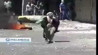 Kakek kebal peluru menghadang tentara israel
