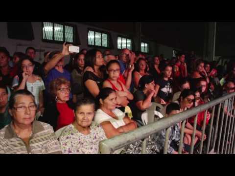 Público se emociona na encenação da paixão de Cristo em Praia Grande
