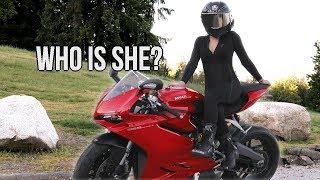 Video CUTE GIRL rides a Ducati 959 Panigale MP3, 3GP, MP4, WEBM, AVI, FLV Maret 2019