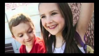 Video Le premier bisou de deux petits (high five for first kiss sous titrée VOSTFR) MP3, 3GP, MP4, WEBM, AVI, FLV Agustus 2017