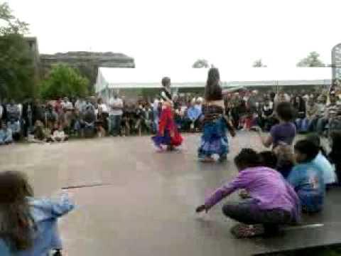 ايطاليات - استعراض رقص شرقى من ايطاليات.
