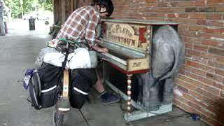 Lewiston (ID) United States  city photo : Stink plays Mary the Elephant piano in Lewiston, Idaho
