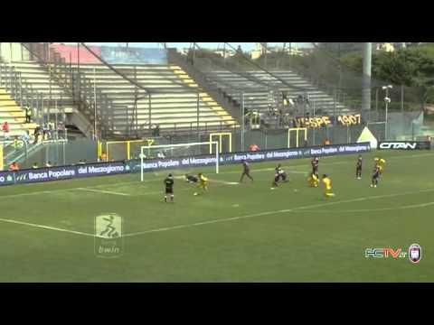 Calcio, pari pirotecnico tra Crotone e Juve Stabia