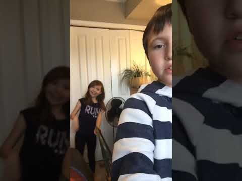 Vlog#2 l teaching my sister how to play fortnite l Part 1