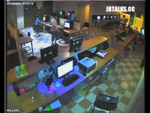 Malaysia - Gangster try to rob a cyber cafe, employees knock back with a Japanese sword