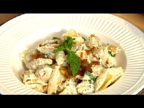 Video Recipe: Simple and Healthy Greek Yogurt Pasta Salad
