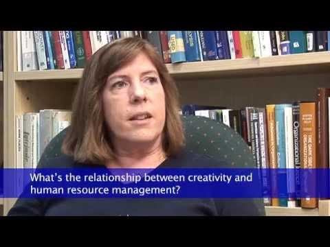 Professor Christina Shalley bespricht Kreativität