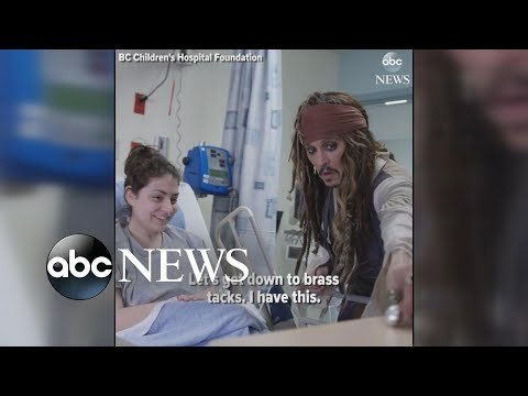 Johnny Depp shows up as Capt. Jack Sparrow at children's hospital (видео)