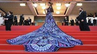 Video Aishwarya Rai Bachchan In Michael Cinco At Cannes 2018 Red Carpet On Her Day 1 MP3, 3GP, MP4, WEBM, AVI, FLV Oktober 2018