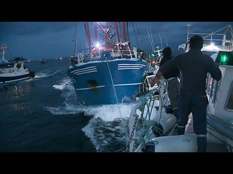 Μάγχη: «Πόλεμος» μεταξύ Γάλλων και Βρετανών ψαράδων