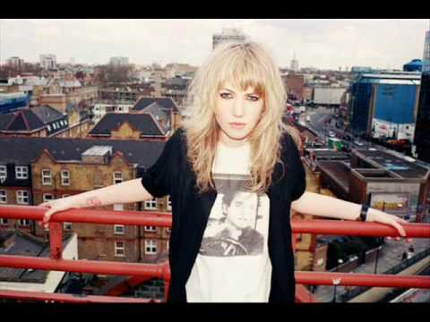 Ladyhawke - Manipulating Woman lyrics