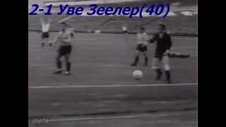 Uwe Seeler trifft 1958 gegen Argentinien