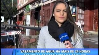 Vazamento de água há mais de 24 horas prejudica comerciantes da ZS. #JornaldaPampa