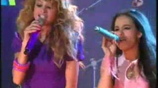 Paulina Rubio y Patito cantan Causa y Efecto en Atrevete a Soñar