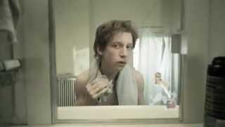 Le miroir : le court métrage très touchant qui vous résume la vie d'un homme devant son miroir.