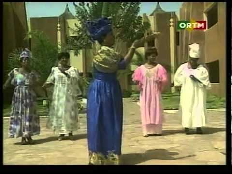throbule - The high priestess of Malian music on fine form with one of her most popular hit songs ever. -------------------------- La grande prêtresse de la musique mal...