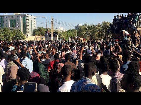 Sudan: Demonstranten wollen die Armee für sich gewi ...