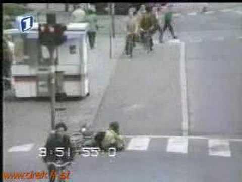靈異事件!空無一人的道路上,她到底撞到什麼東西?