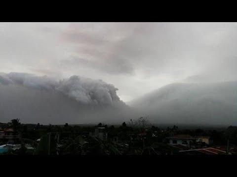 العرب اليوم - شاهد: إجلاء الآلاف من السكان عقب تحذيرات من بركان مايون في الفلبين