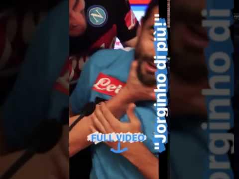 Jorginho fa outing e… bacia Albiol!