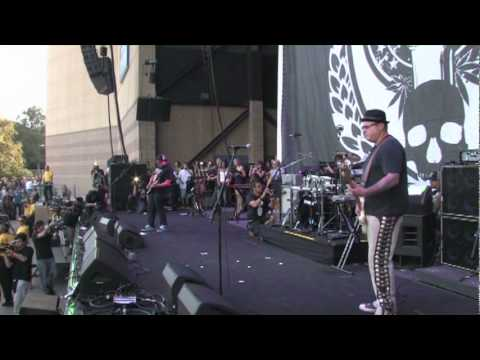 "Sublime With Rome - ""Santeria"" Live At Smoke Out Fest 2009"
