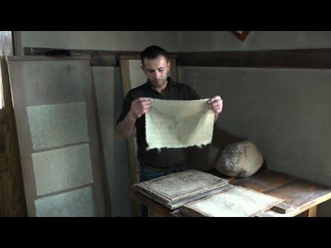 العرب اليوم - شاهد:مشغل في سمرقند يستعيد أسرار صناعة الورق الضاربة في القدم