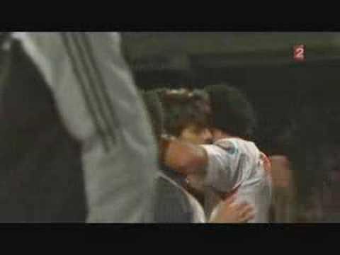 「これはゴールキーパー半泣きwwジュニーニョのスーパーFK」のイメージ